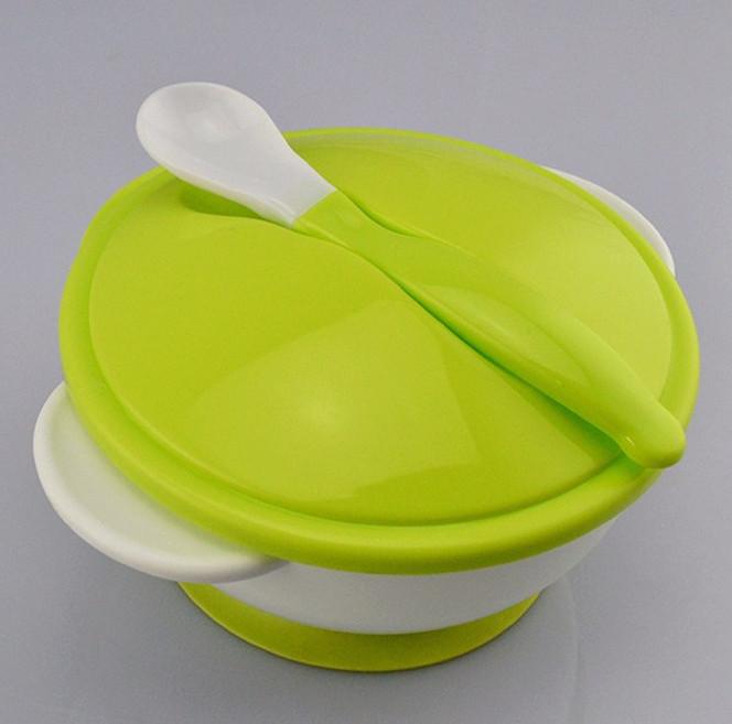assiette de bébé avec couvercle et cuillère