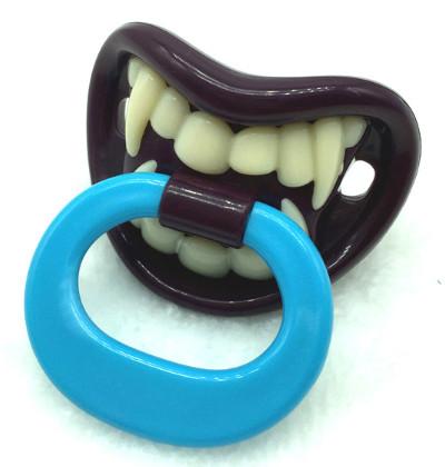Tétine dracula et ses dents de vampire